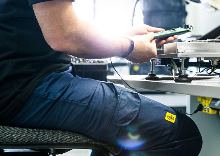 Workwear ist elektrostatischer Entladung ausgesetzt