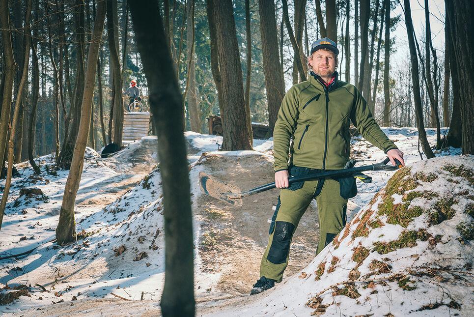 Trailbau mit Kansas Softshell Stretch-Jacke Sweatpants