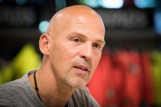 Huub Kools Salespromoter en oud veldrijder in de showroom in Breda