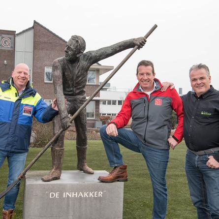 Harry van Raan, Fristads accountmanager samen met Richard Brouwer van BMB Techniek en Frank Griekspoor van Griekspoor B.V. op de foto