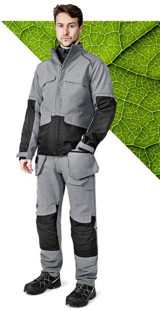 Model gekleed in Fristads Green de werkkleding collectie met EPD