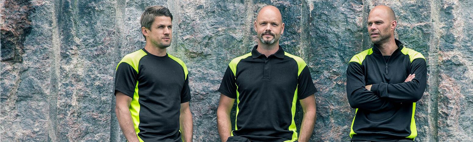 Drie mannen in matchende werkkleding