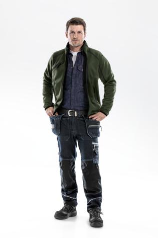 Legergroen stijlvol gecombineerd met denim werkkleding