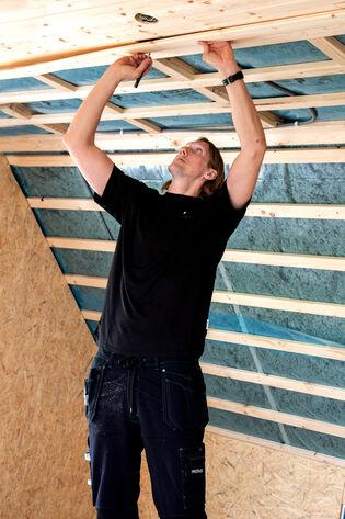 Timmerman Anders maakt een plafond