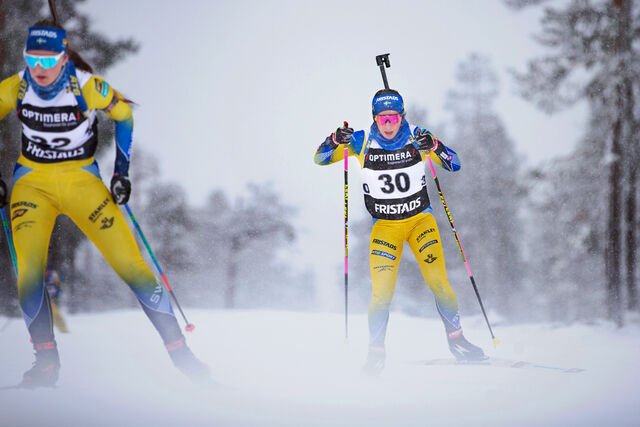 the_swidish_biathlon_team_on_skis