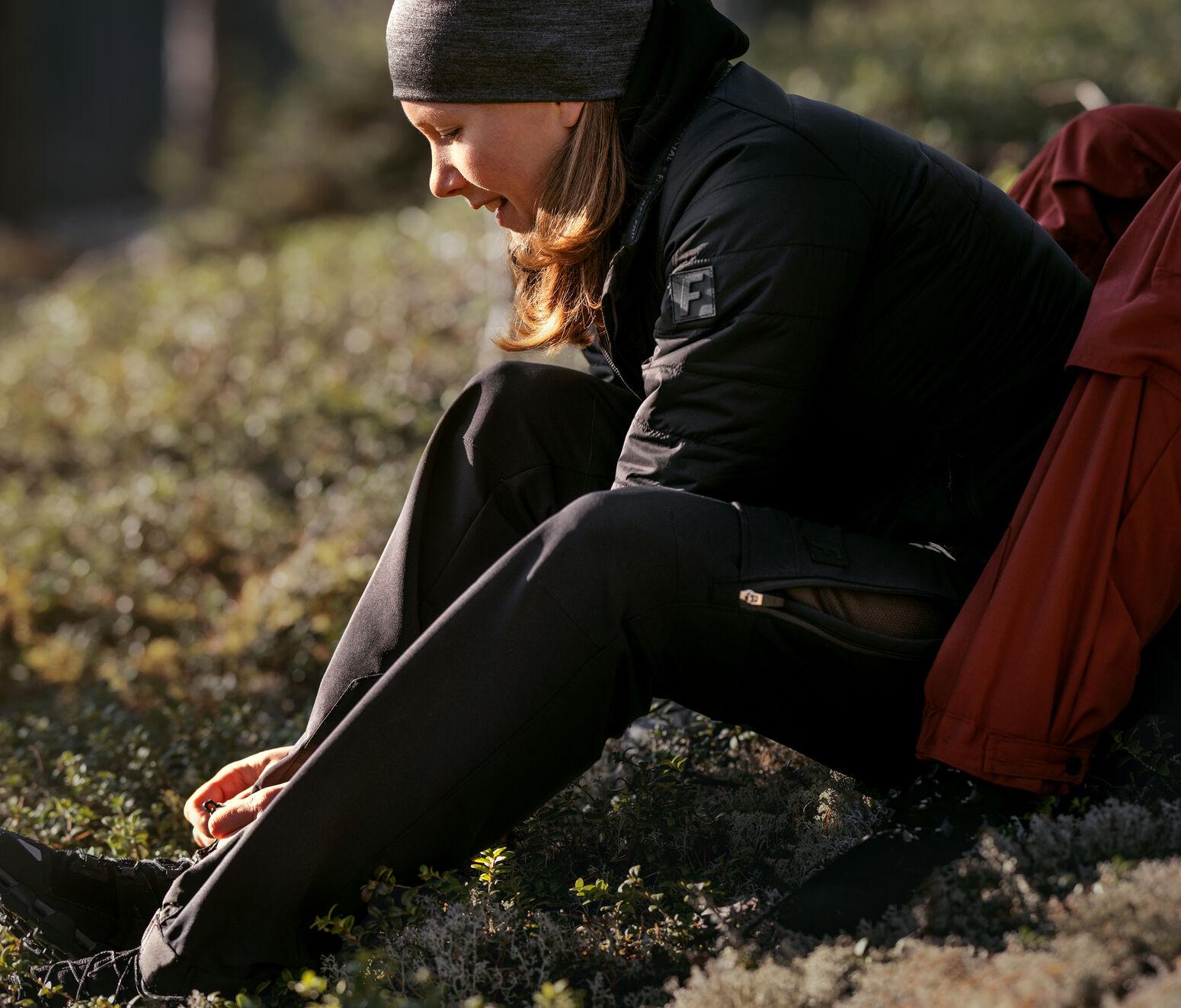outdoor_women_mobile